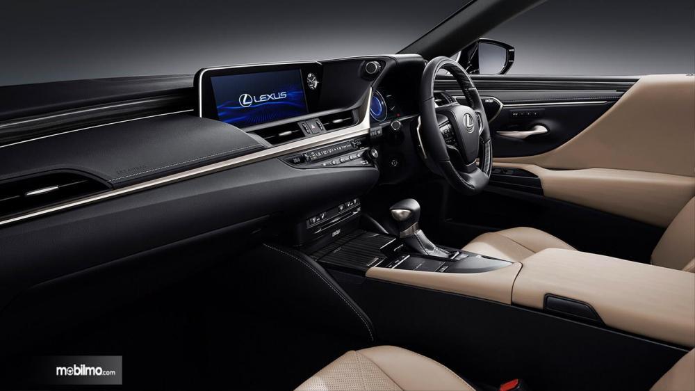 Tampak layout interior Lexus ES300h 2018