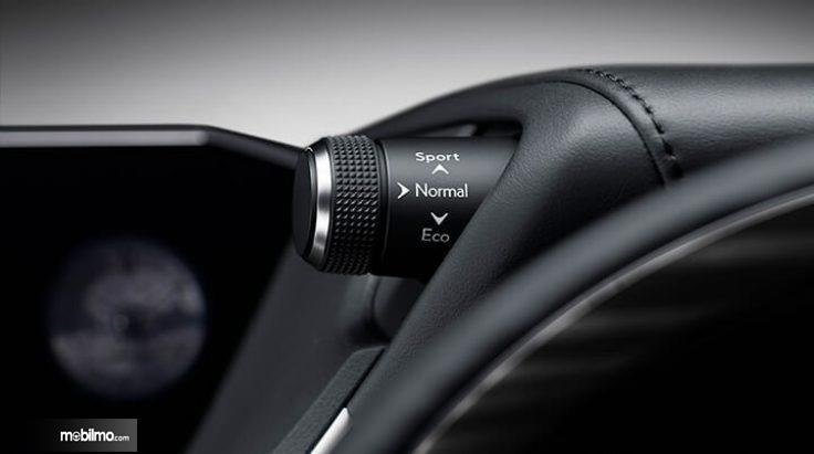 Tampak pengaturan mode berkendara pada Lexus ES300h 2018