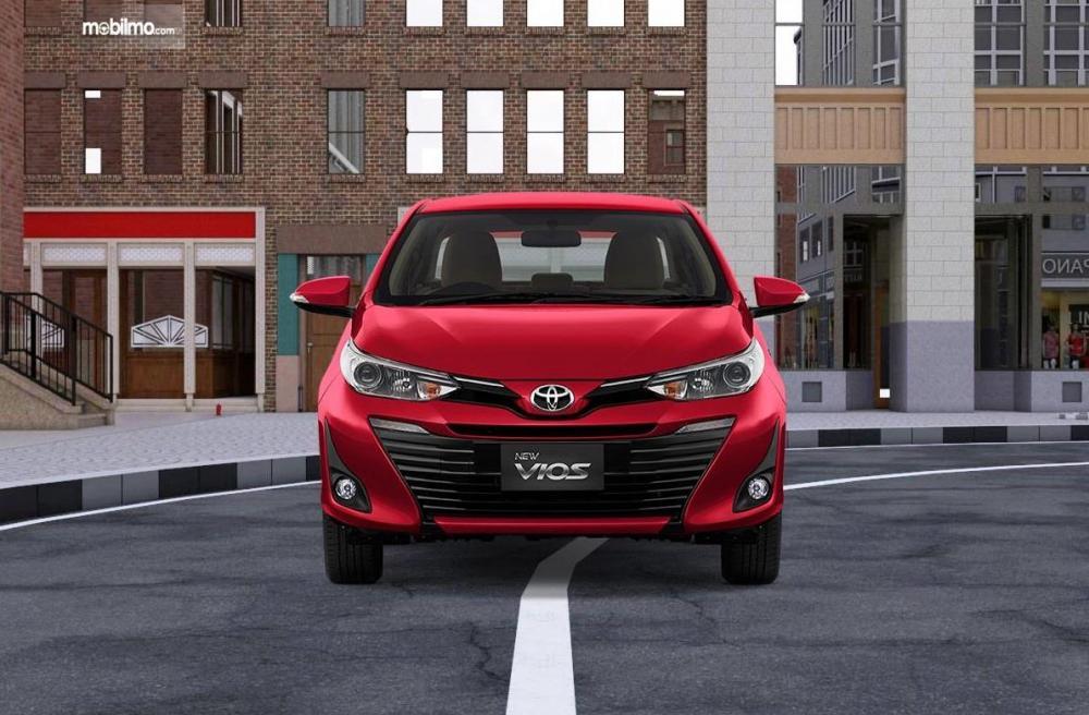 bagian depan Toyota Vios G CVT 2018 dengan lampu depan berproyektor dan air intake yang besar