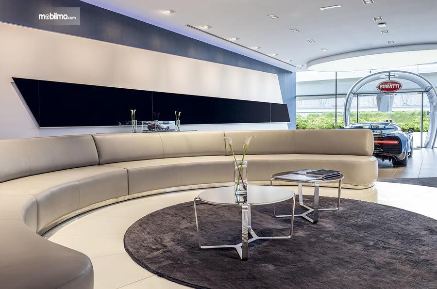 Foto salah satu ruangan dealer Bugatti di Dubai