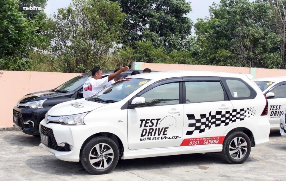 Foto unit mobil disediakan buat test drive