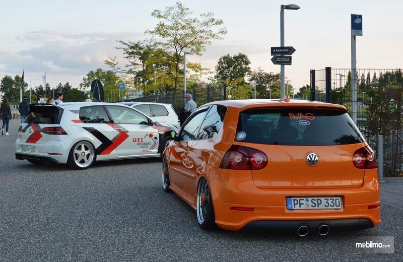 Gambar yang menunjukan mobil-mobil dalam GTI Coming Home