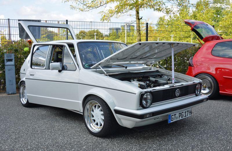 Gambar yang menunjukan mobil modifikasi Volkswagen Golf GTI