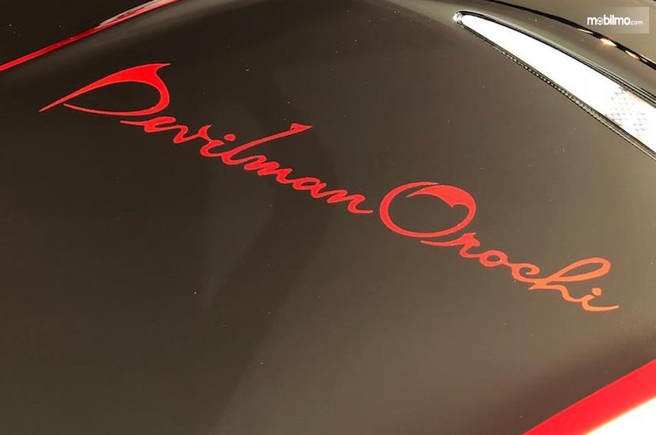 Gambar yang menunjukan logo mobil langka Devilman Crybaby Orochi