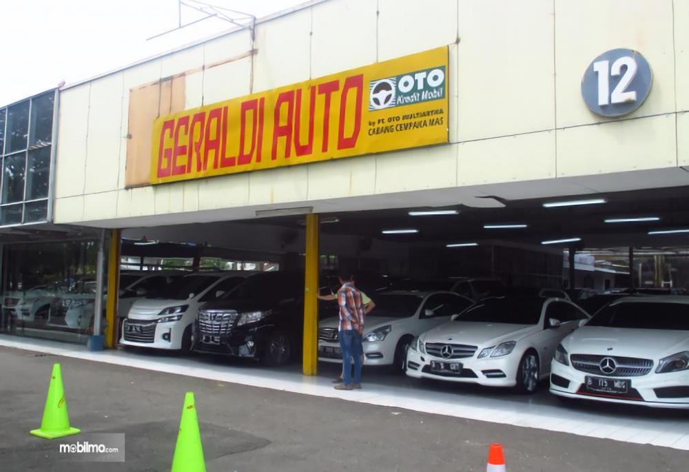 Foto dealer mobil mewah bekas di Jakarta