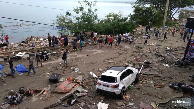 Tampak sebuah Mitsubishi Outalnder Sport terkena dampak bencana di Palu