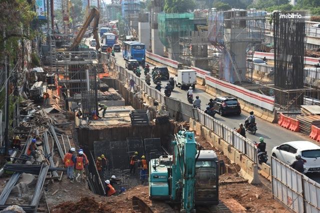 Tampak kemacetan akibat pembangunan di simpang Pancoran