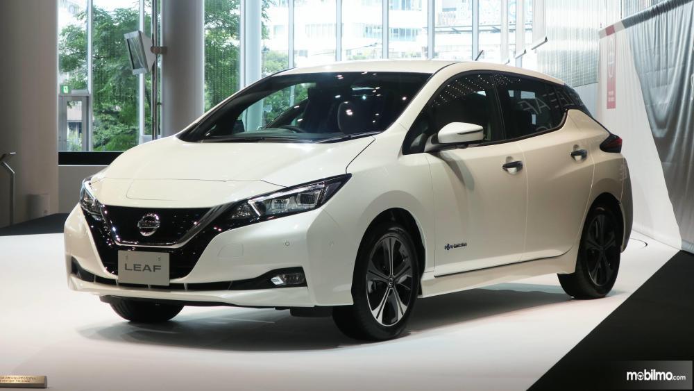 Tampak sebuah Nissan Leaf generasi terkini