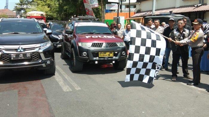 Ilustrasi pengiriman bantuan dengan Mitsubishi All New Pajero Sport dan Mitsubishi Triton
