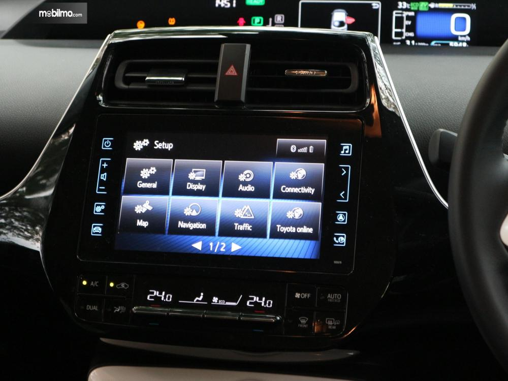 Tampak Head Unit Toyota All New Prius PHV 2019