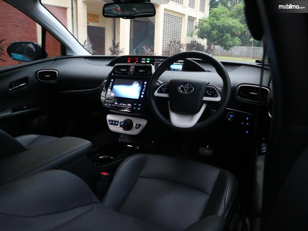 Tampak layout interior Toyota All New Prius PHV 2019