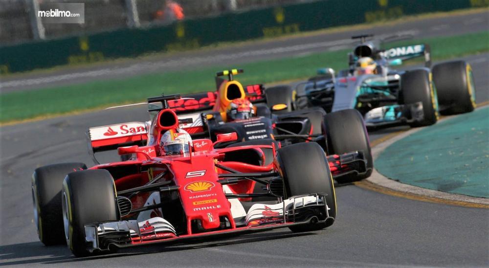Foto suasana balapan Formula 1