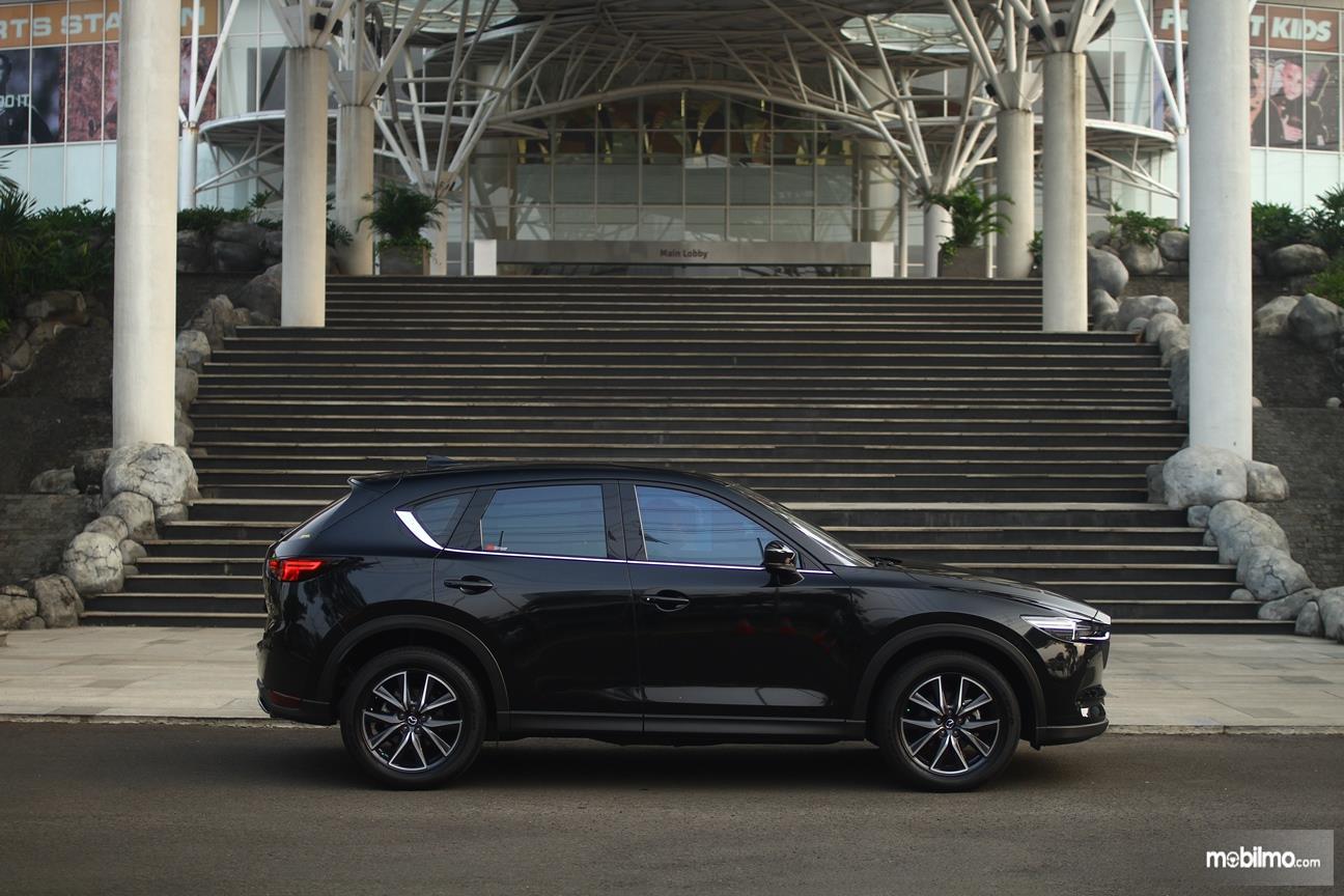 Gambar yang menunjukan eksterior samping All New Mazda CX-5 2018