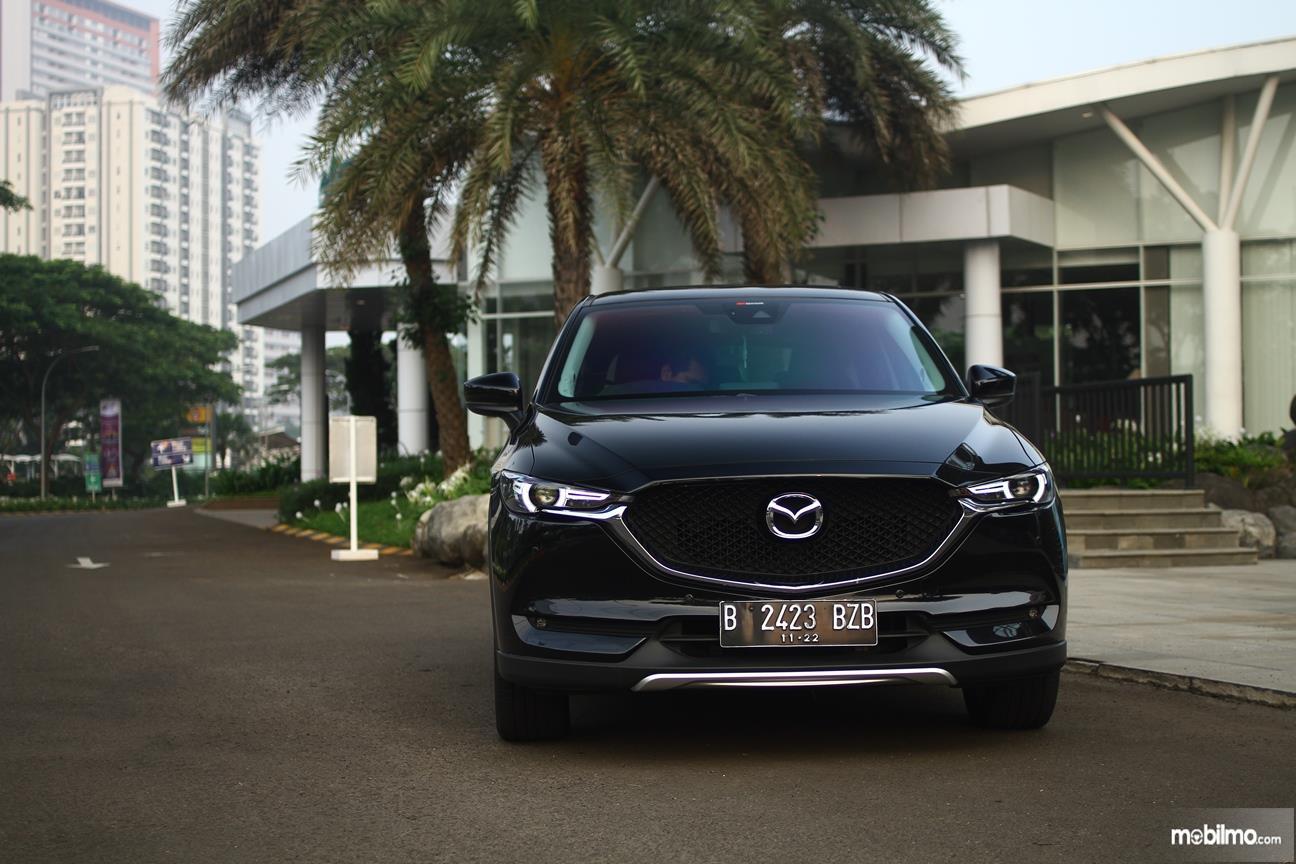 Gambar yang menunjukan eksterior depan All New Mazda CX-5 2018