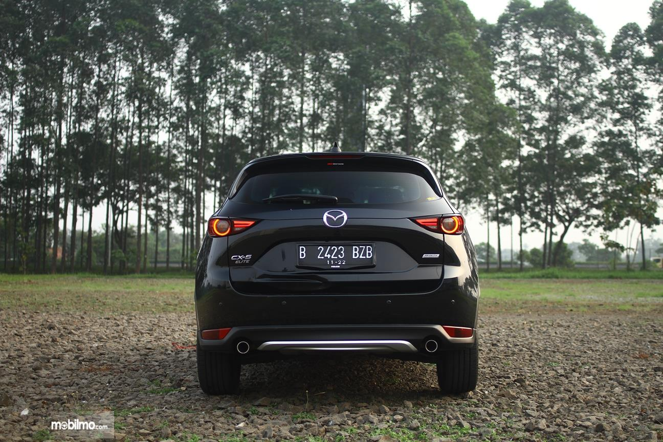Gambar yang menunjukan eksterior belakang All New Mazda CX-5 2018