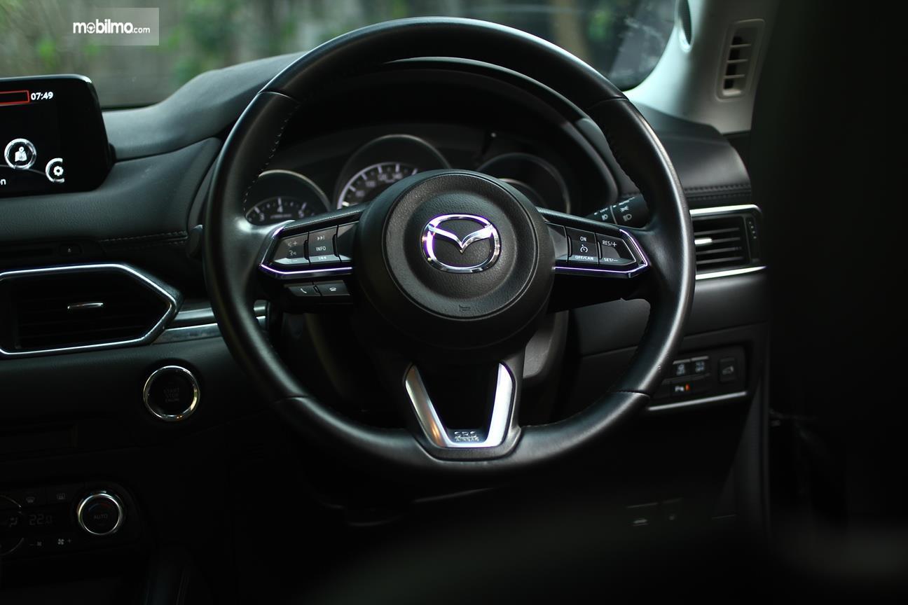 Gambar yang menunjukan kemudi All New Mazda CX-5 2018