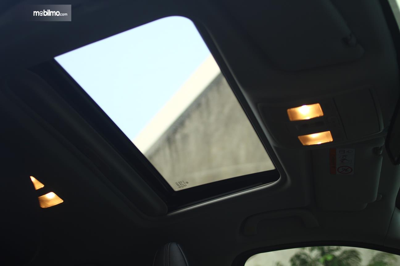 Gambar yang menunjukan panoramic roof All New Mazda CX-5 Elite 2018
