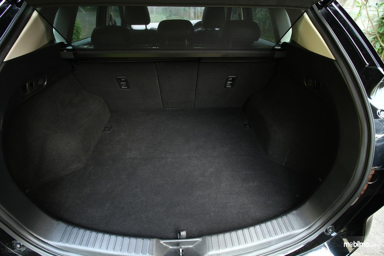 Gambar yang menunjukan bagasi All New Mazda CX-5 2018