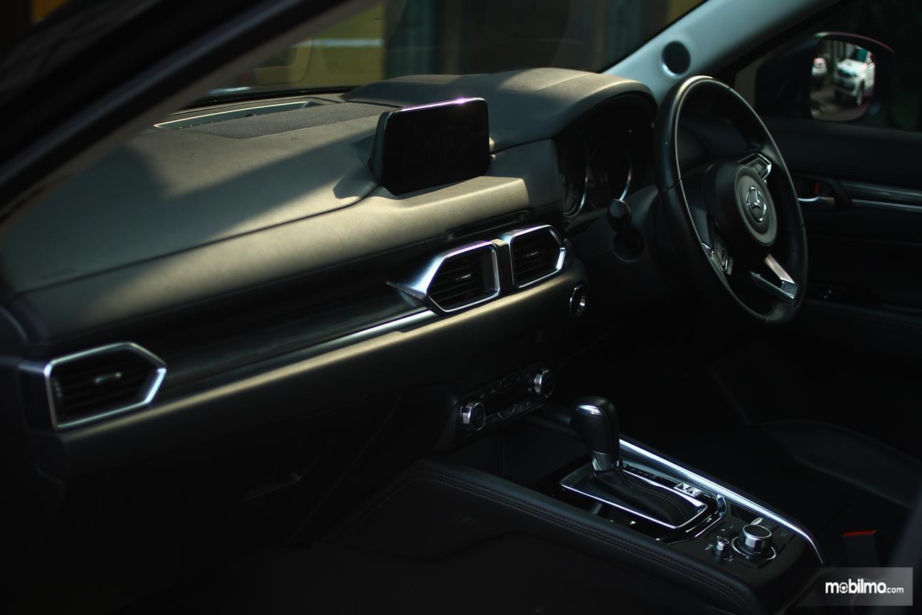 Gambar yang menunjukan dasbor All New Mazda CX-5 2018