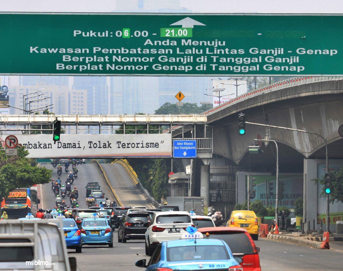 Foto Lalu lintas Jakarta di siang hari