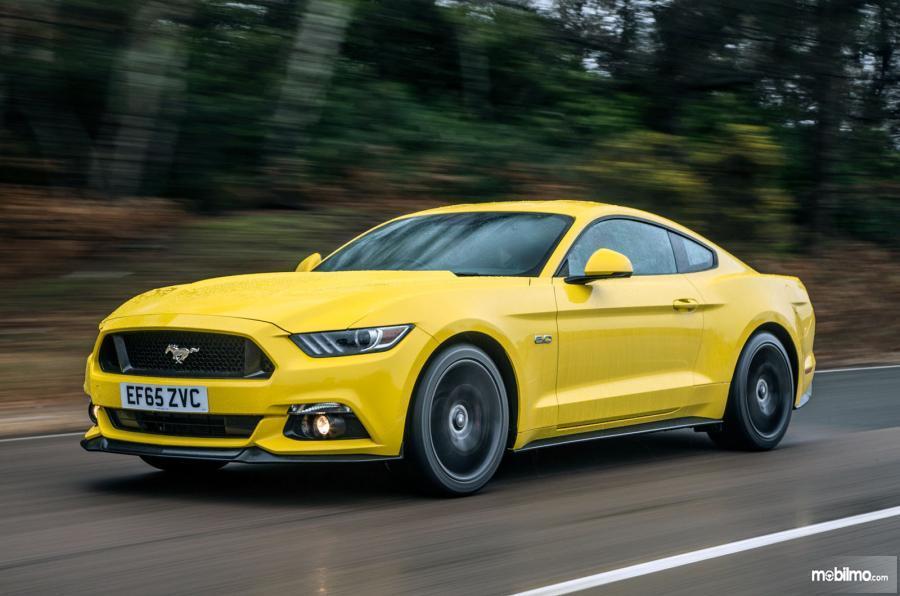 Gambar yang menunjukan Ford Mustang