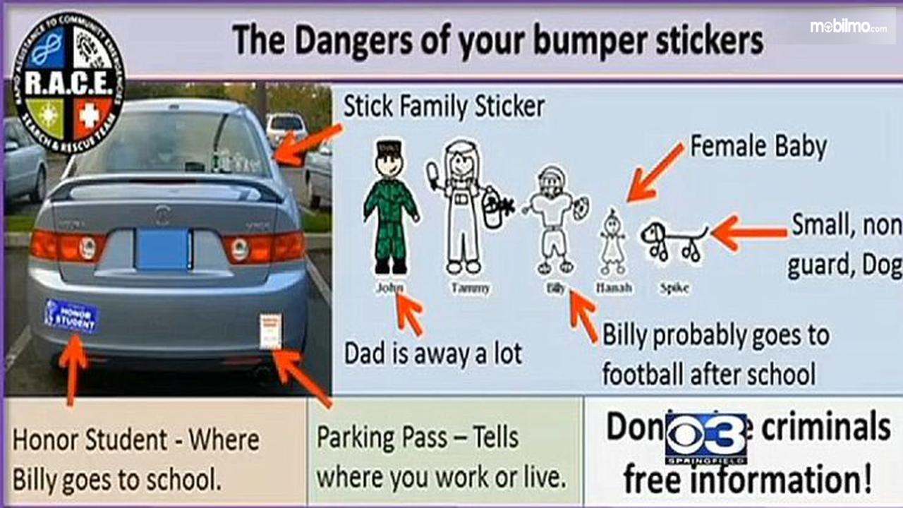 Foto stiker my family di sebuah mobil