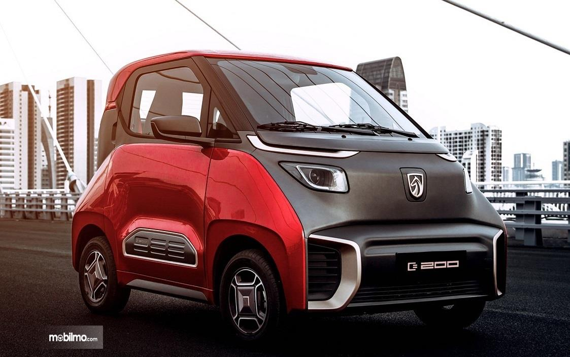 Gambar yang menunjukan tampilan depan Wuling E200 2018