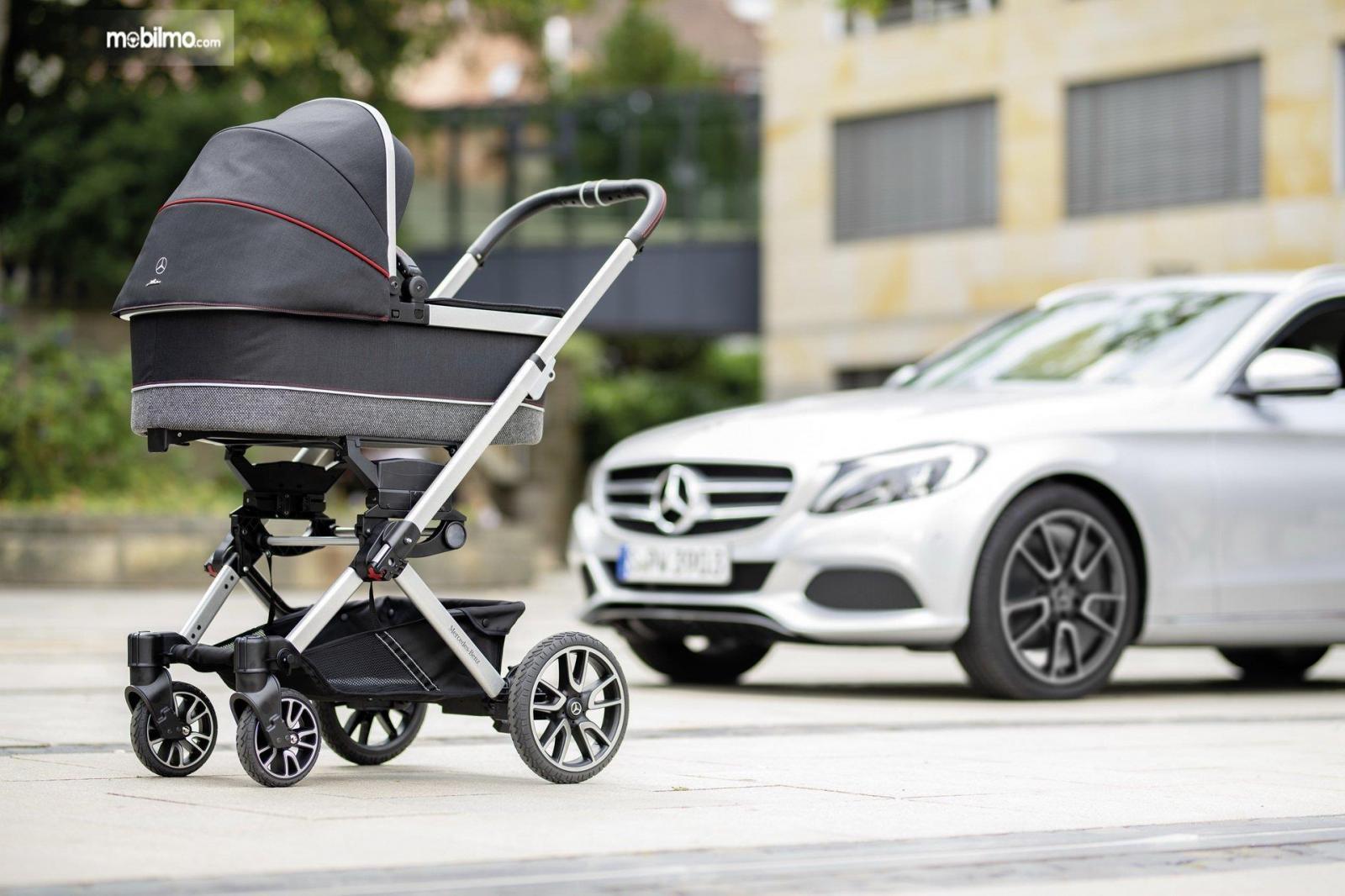 Gambar yang menunjukan kereta bayi Avantgarde