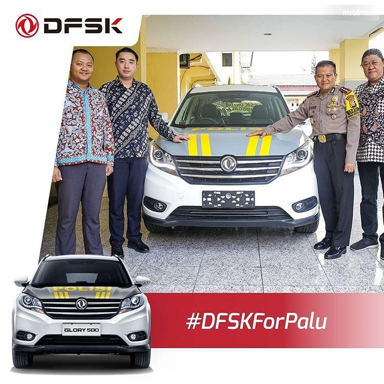 Foto penyerahan donasi DFSK Glory 580 kepada Polda Sulteng