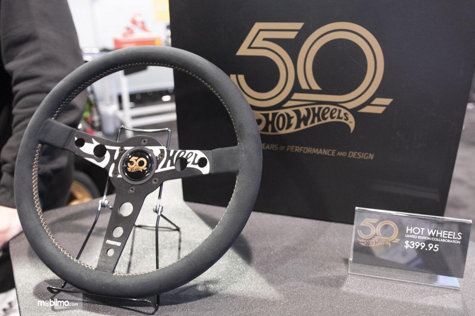 Gambar yang menunjukan kemudi Hot Wheels di SEMA 2018
