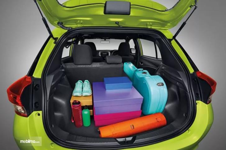 Gambar yang menunjukan bagasi Toyota New Yaris 1.5G A/T