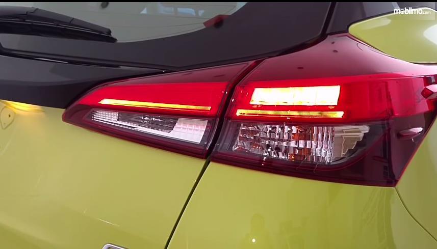 Gambar yang menunjukan lampu belakang Toyota New Yaris 1.5G A/T