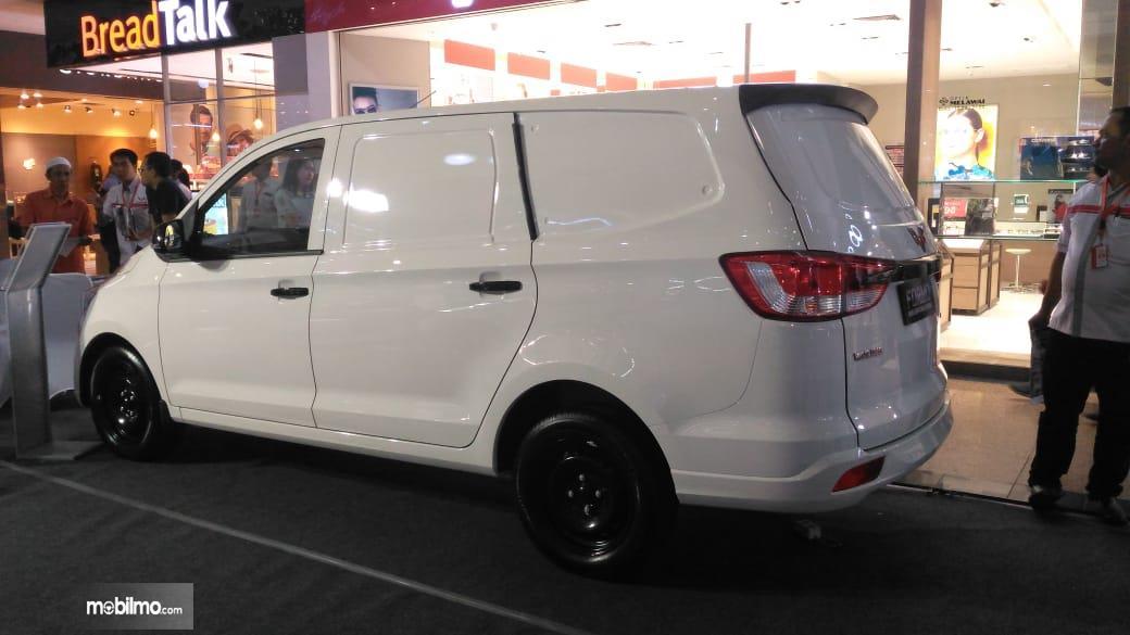 Foto Wuling Formo blind van tampak dari belakang