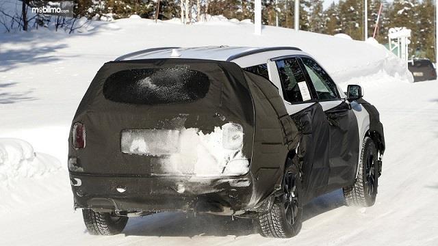 Foto kamuflase Hyundai Palisade tampak belakang