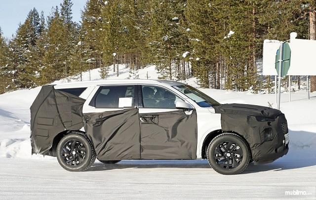 Foto kamuflase Hyundai Palisade tampak samping