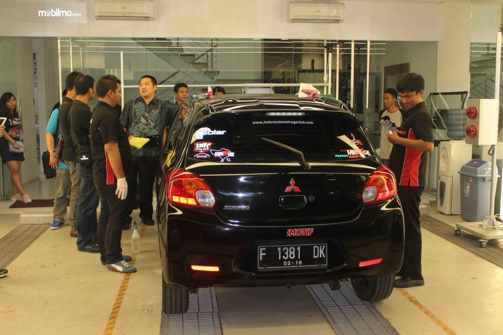 Foto V-Kool bersama komunitas Mitsubishi Mirage