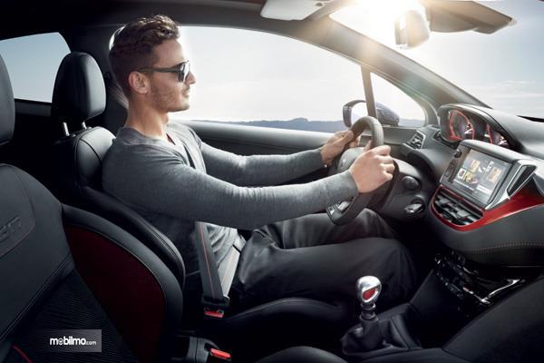 Pastikan posisi mengemudi nyaman