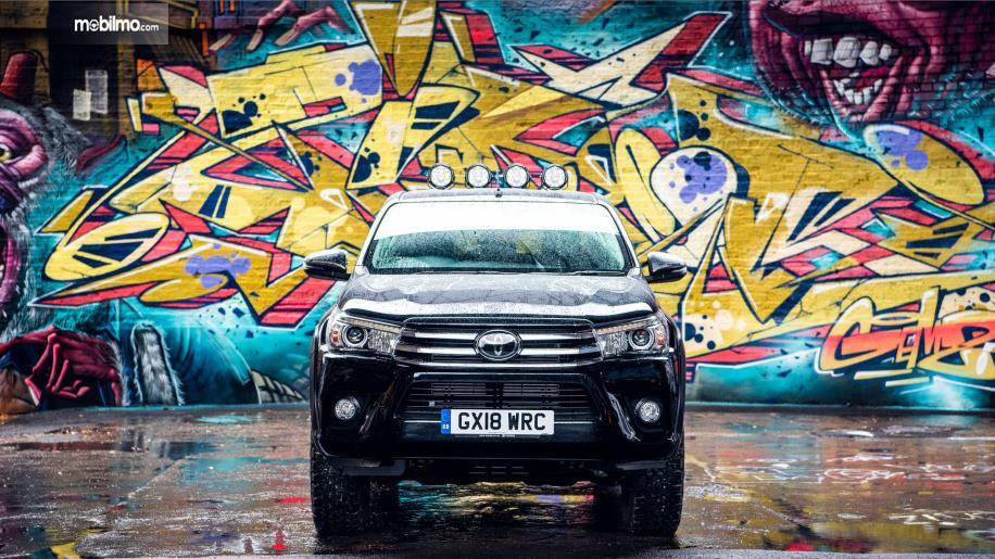Gambar tampilan depan Toyota Hilux Invincible 50 2018