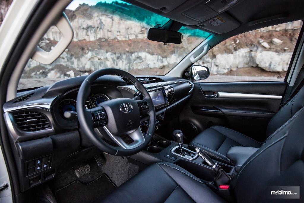 Gambar dasbor Toyota Hilux Invincible 50 2018