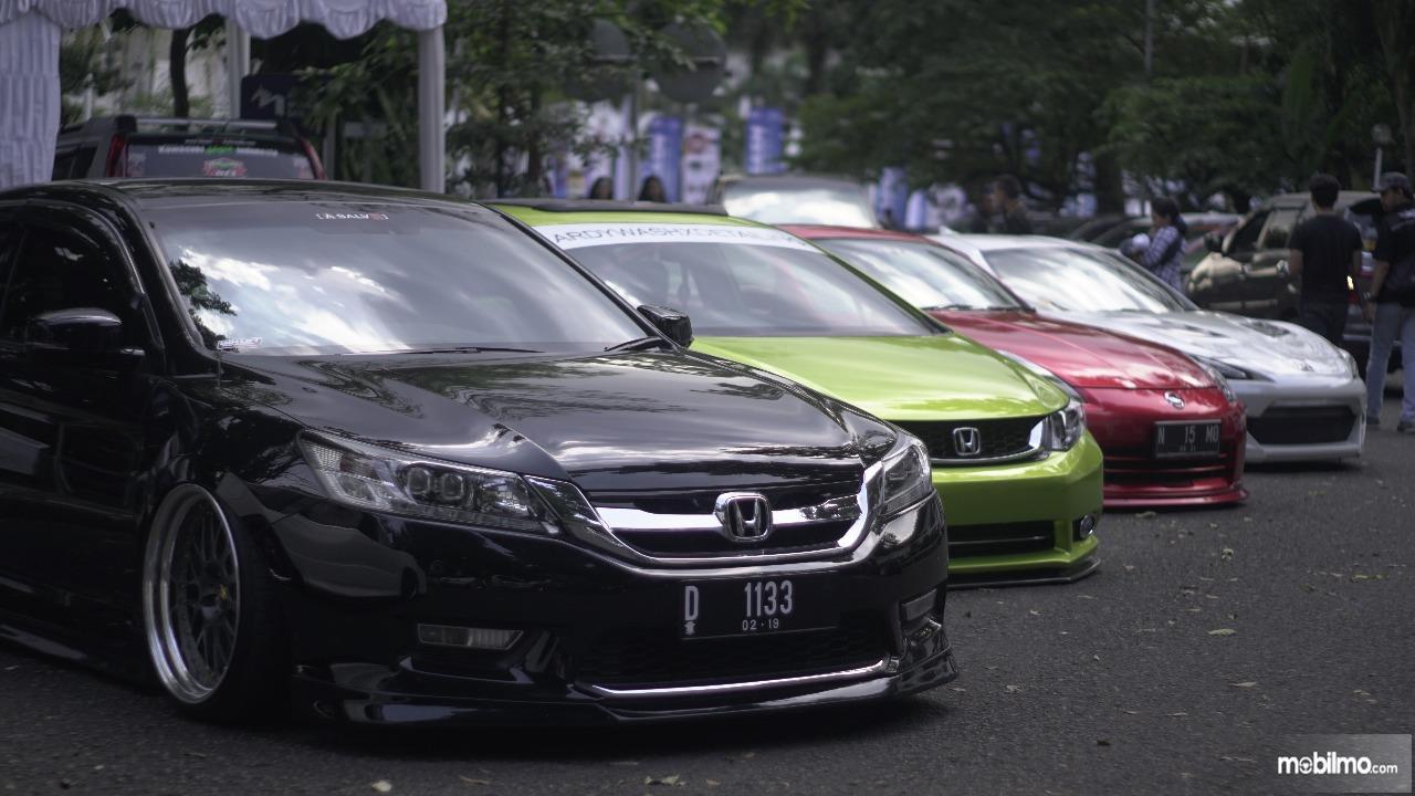 Gambar banyak modifikas mobil dengan beragram warna