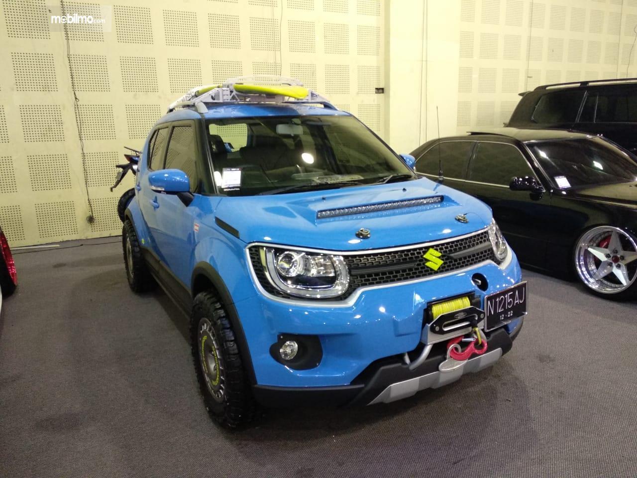 Gambar mobil biru hasil modifikasi dari IMX 2018