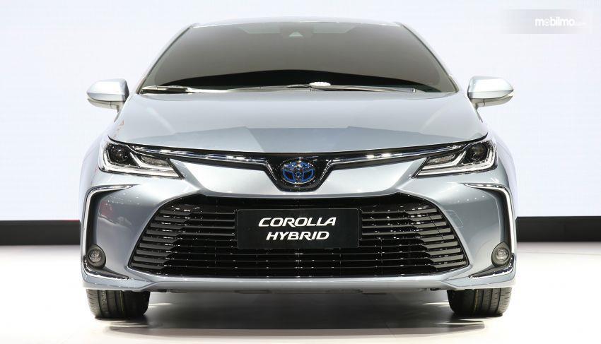 Gambar tampilan depan Toyota Corolla Altis 2019