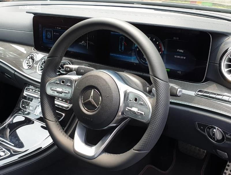 Gambar kemudi Mercedes-Benz CLS 350 AMG Line 2018