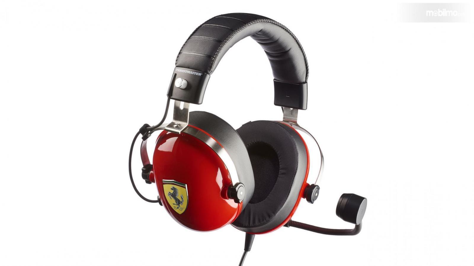 Gambar headset Thrustmaster edisi Ferrari