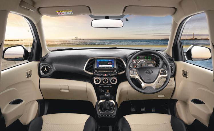 Tampak layout dasbor Hyundai Santro 2019 dengan kelengkapan fitur di dalamnya