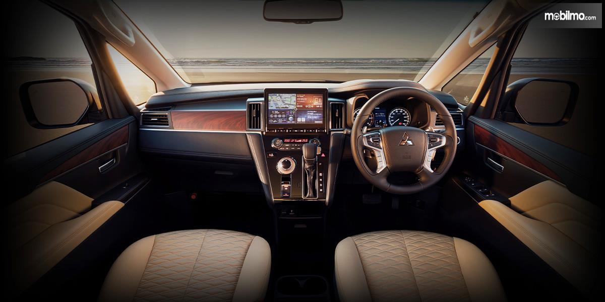 Gambar dasbor dan kemudi Mitsubishi Delica D:5 2019