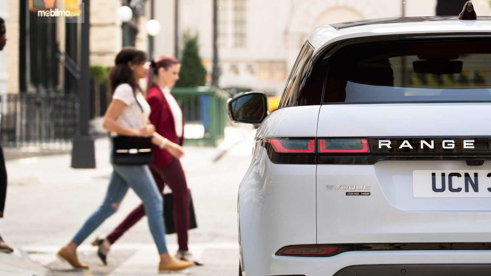 Gambar tampilan belakang Land Rover Range Rover 2019