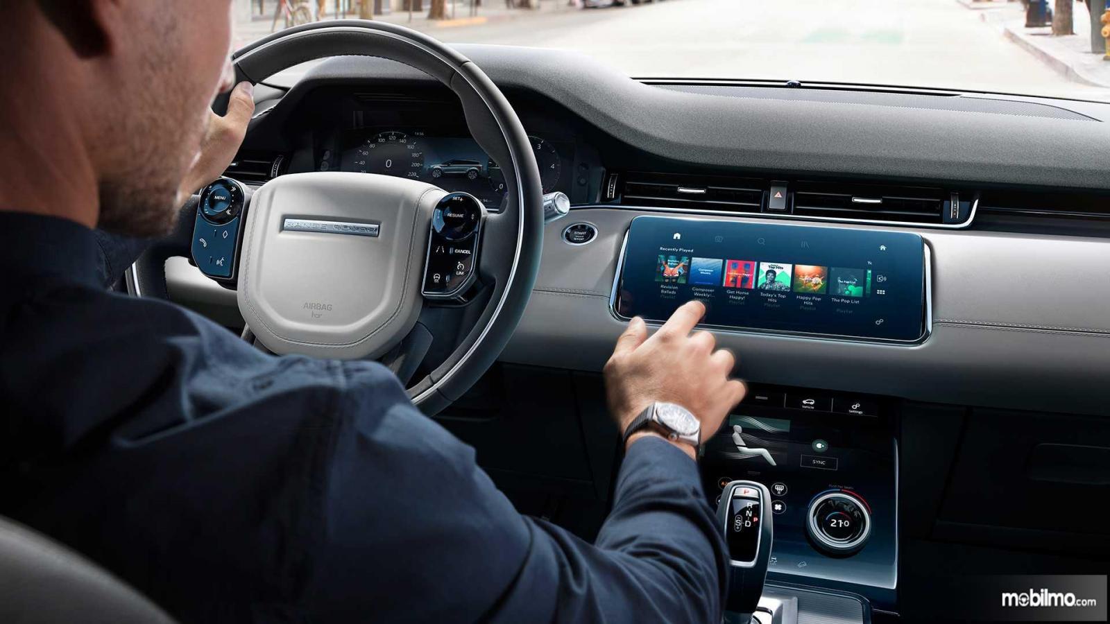 Gambar dasbor Land Rover Range Rover Evoque 2019