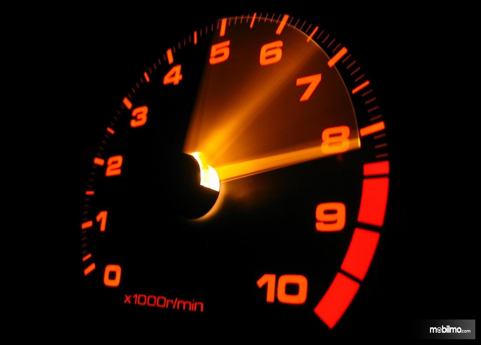 Foto indikator rpm pada mobil