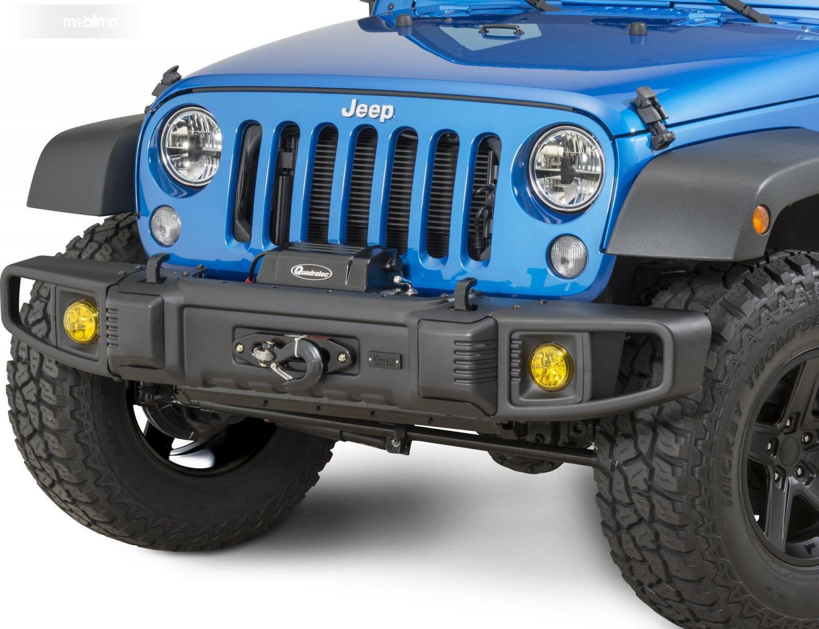 Foto lampu depan mobil Jeep, bentuk bundar
